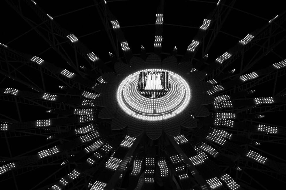 A black and white image of the Hamburg city emblem on ferris wheel.